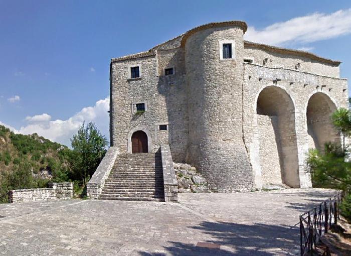 CASALDUNI - il castello…